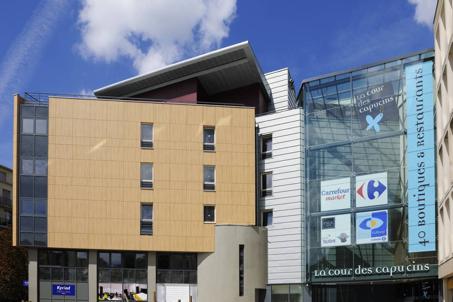 Construction d'un ensemble comprenant, centre commercial, logements et hotel : cour des Capucins à Thionville